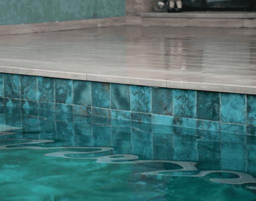 Le carrelage imitation pierre de Bali pour un entretien facile de votre piscine